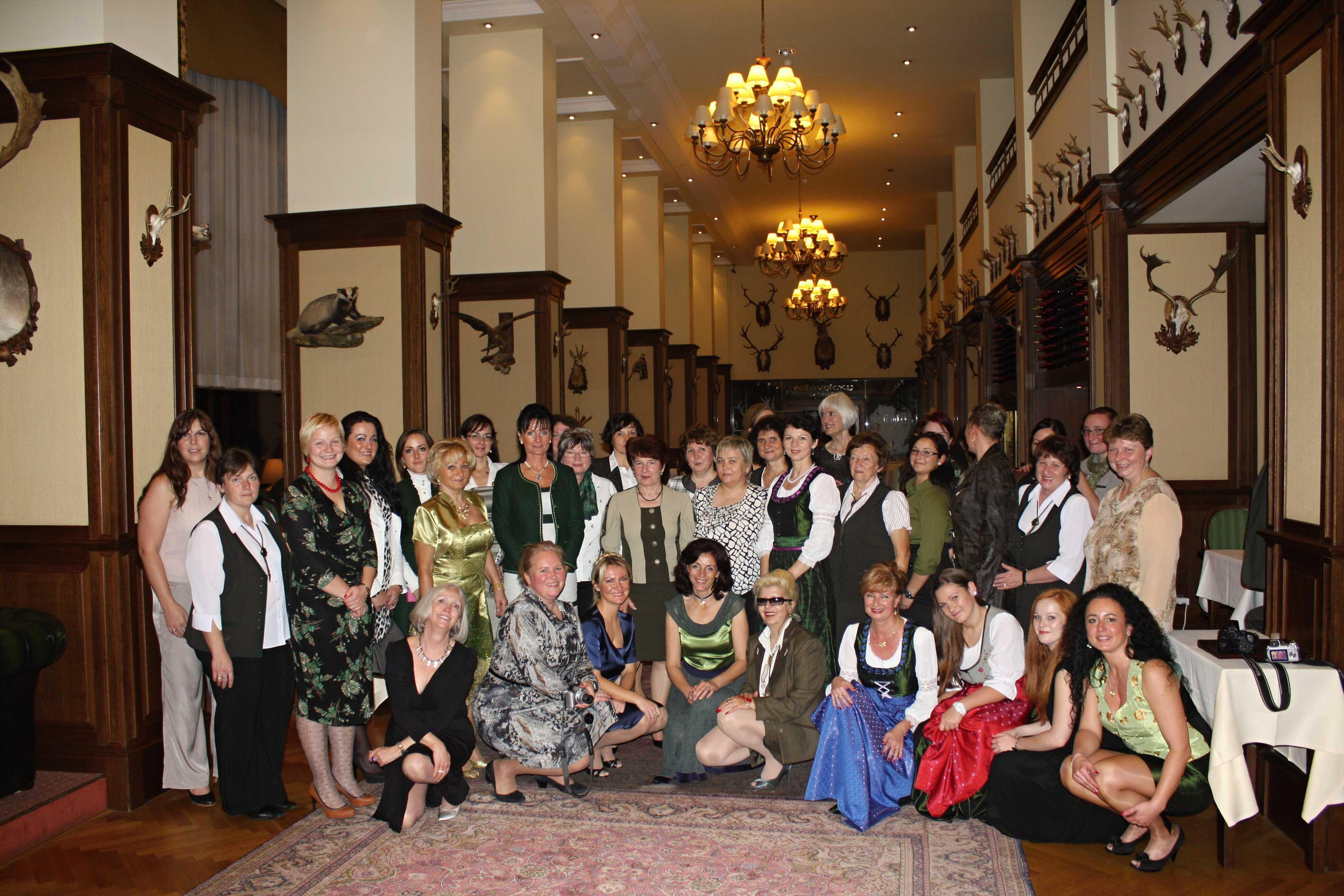 Bratislava – společná fotografie z Bratislavského setkání – dámy z 11 zemí